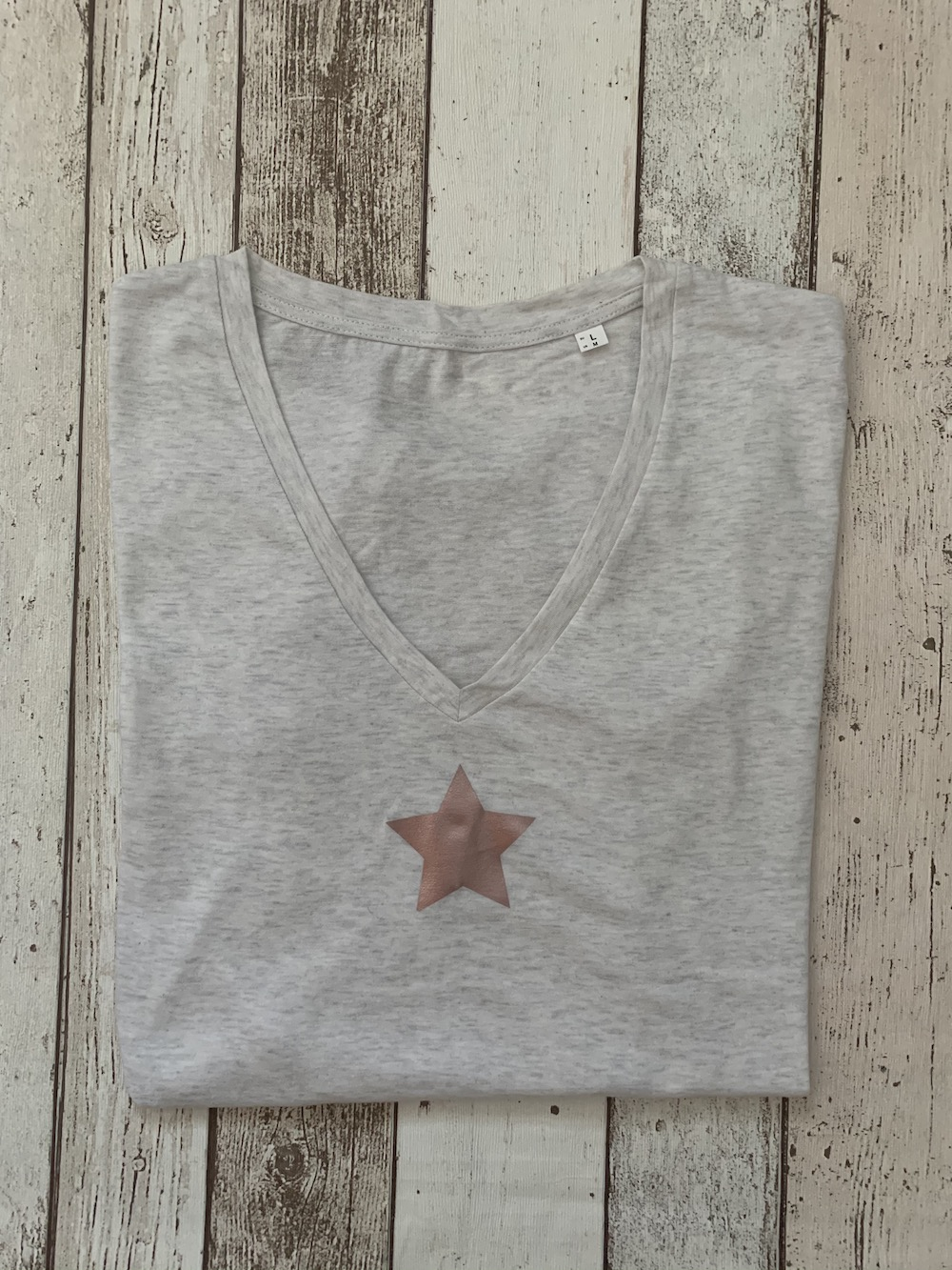 Womens V Neck Tshirt – Cream With Rose Gold Star – Size Large